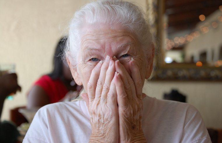 Opieka nad osobami starszymi jest wymagająca
